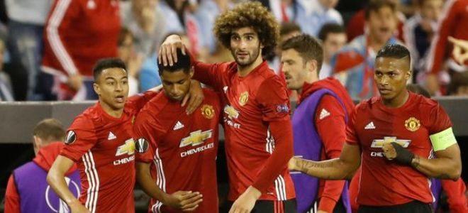 Manchester-Uniteds-Marcus-Rashford-celebrates-scoring-their-first-goal-with-team-mates