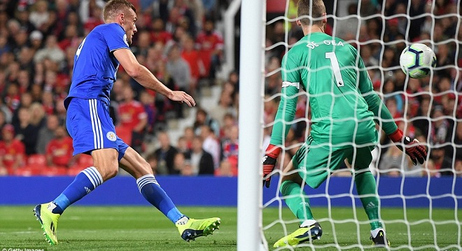 4F001E2F00000578-6048437-Vardy_poached_a_goal_after_David_De_Gea_and_Eric_Bailly_mixed_up-a-76_1533934899810